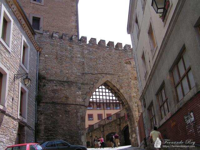 La-muralla-de-Vitoria